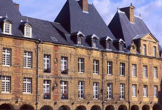 Charleville Mezieres dans Villes des ardennes place+ducale+(architecte+cl%C3%A9ment+m%C3%A9tezeau)