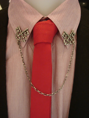 Anyone knows where to buy Men's brooches / Lapel Pins / Chains