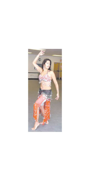 [Melanie+Knight+belly+dancer.jpe]