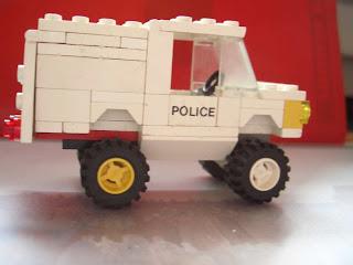 Ordinary-LEGO-Police-Car