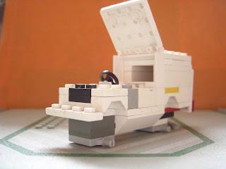 LEGO-Police-Car-in-pieces_2