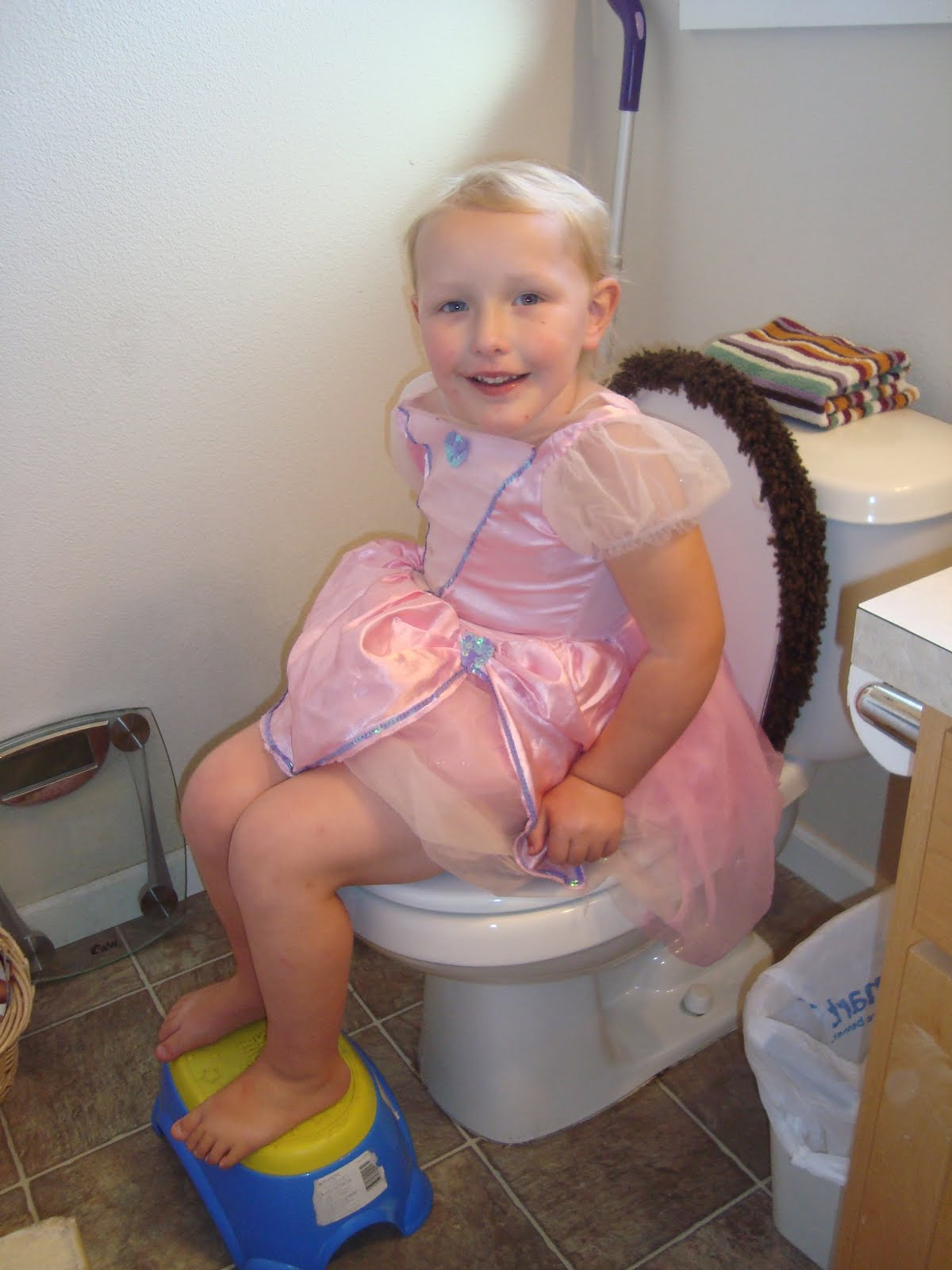 What age to start potty training a little girl, kid toilet ...