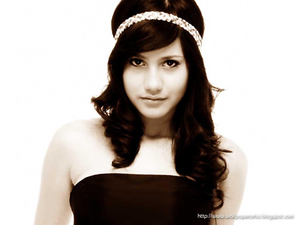 Pevita Pearce: Indonesian Exotic Faces: September 2010