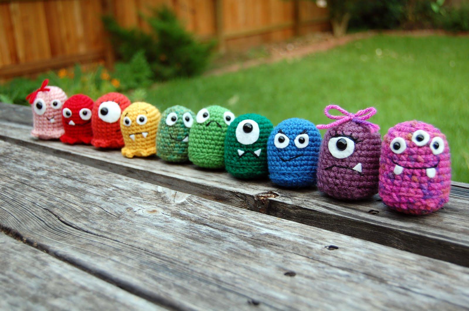 Hugamonster Crochet Pattern | Jen's a Little Loopy | 1064x1600