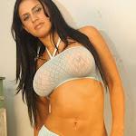 Andrea Rincon, Selena Spice Galeria 4 : Pantalon Azul y Top Transparente Foto 5