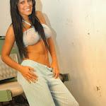 Andrea Rincon, Selena Spice Galeria 4 : Pantalon Azul y Top Transparente Foto 6