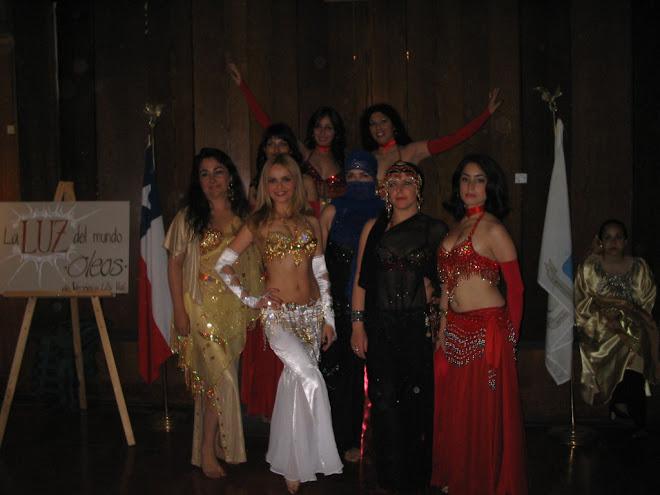 Gran participación del grupo de alumnas de la academia en el festival árabe