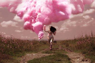 Resultado de imagem para mulher na nuvem