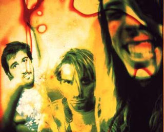 Vamos começar com Nirvana. Essa banda de Seattle que marcou a década de 90  e o início do grunge musical e visual.Kurt Cobain era o ídolo da galera  daquela ... 36acafd42f