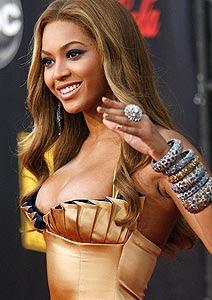 Sensual, Beyoncé recebe prêmio inédito nos EUA