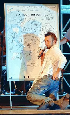 Tarkan on stage at the annual Ereğli Love, Peace & Friendship festival, Turkey, 9 July 2006