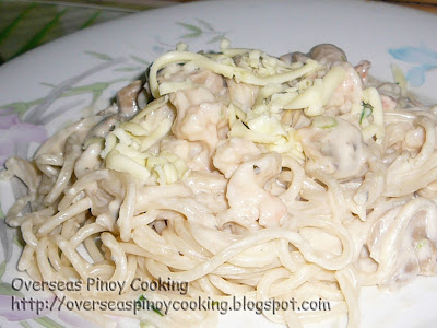 Spaghetti with Clam and Shrimp in White Sauce