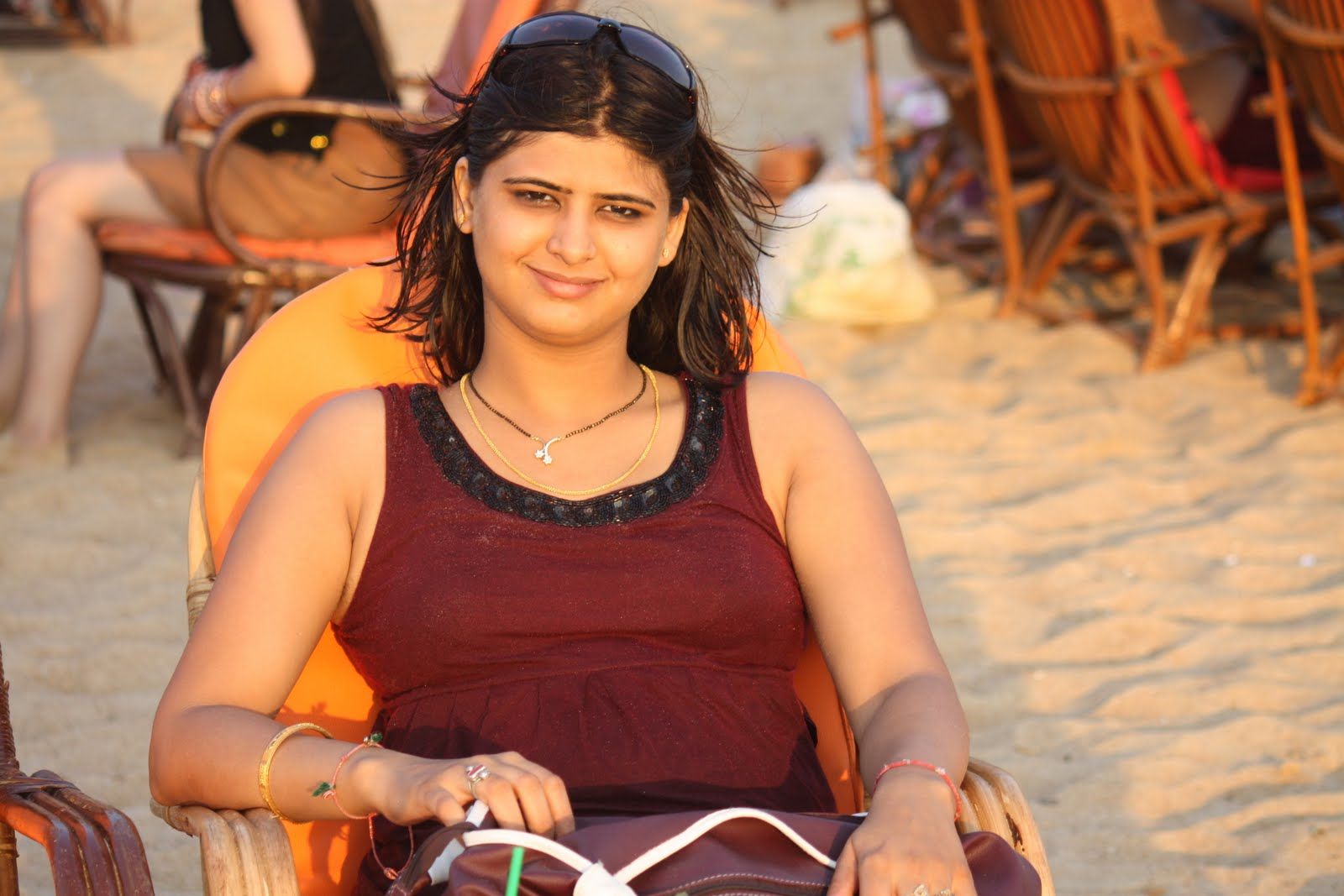 Hot Indian Girl Pictures At Goa Beach-7375