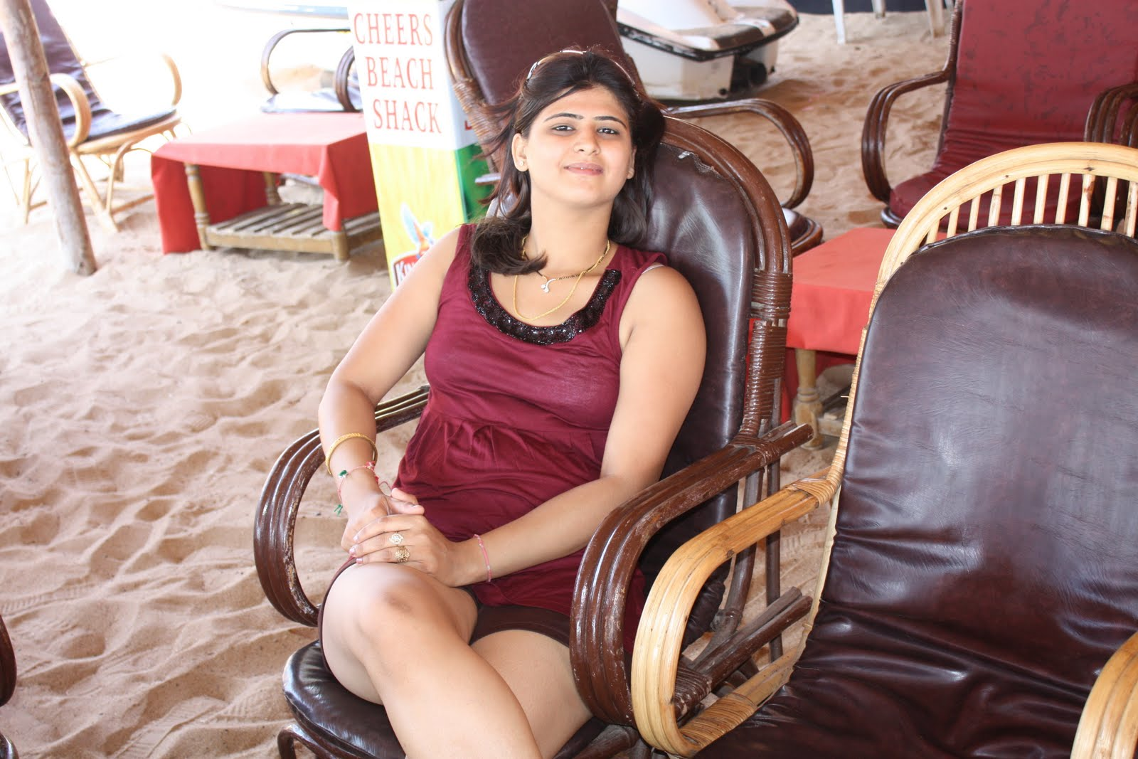 Hot Indian Girl Pictures At Goa Beach-7406
