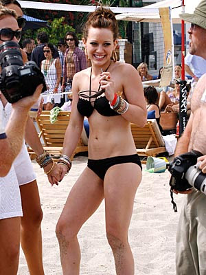 1x03 Dangerous Christmas - Página 5 Hilary-duff-bikini-400a081307