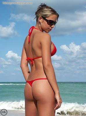 Hot Copacabana Girl posing to show her sexy back in red string bikini.
