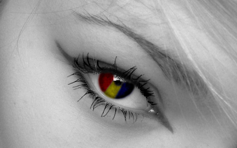 Beautiful Girl Kissing Wallpapers Beautiful Girl Eye Closeup Photography Hd Images 1440x900