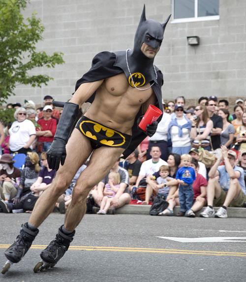 http://1.bp.blogspot.com/_KNlU2fslsZc/TUurRZkEZJI/AAAAAAAAAFc/ekxYyqj30g4/s1600/Rollerblade-batman-haters-gonna-hate-1274145723o.jpg