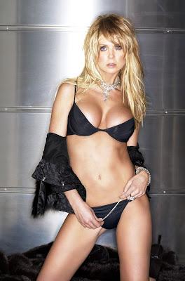 Tara Reid hot 2012