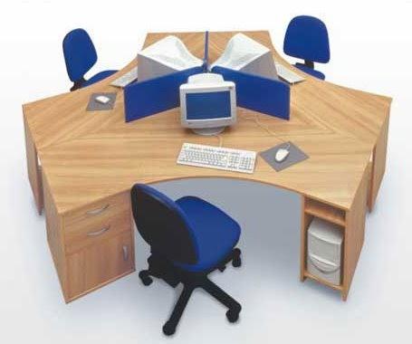 Escritorio con 3 puestos de trabajo fotos de oficinas y for Escritorio puesto de trabajo