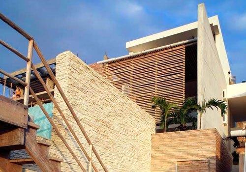 Fachada rustica y elegante de hotel boutique frente al mar for Arquitectura de hoteles