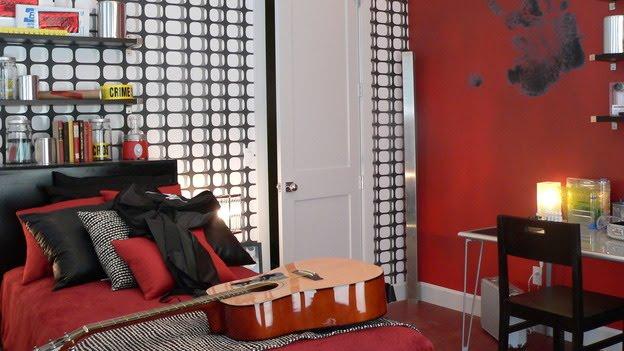 Dormitorio juvenil rojo negro blanco con cinta de no pasar - Decoracion blanco negro rojo ...