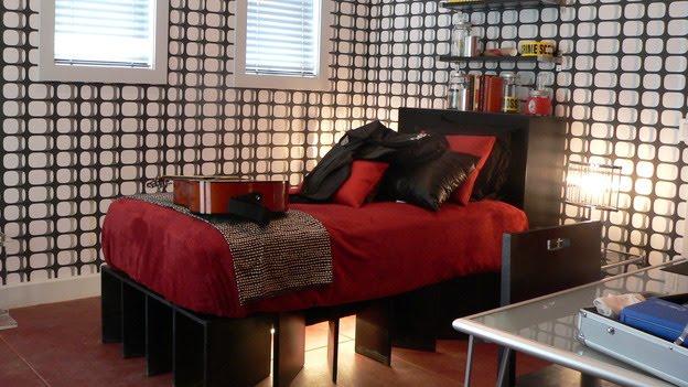 Dormitorio juvenil rojo negro blanco con cinta de no pasar - Dormitorio negro y rojo ...