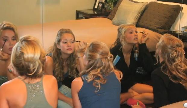 Dormitorio juvenil para chica fashion que le gusta el modelaje for Modelo de tapiceria para dormitorio adulto