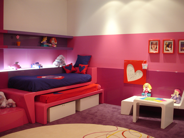 Dormitorio para hermanas en fucsia y morado for Cuartos de ninas fucsia
