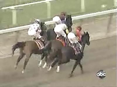 第140回ベルモントステークス(GⅠ、ベルモントパーク競馬場、ダート2400m)ビッグブラウンは前の馬にぶつかった
