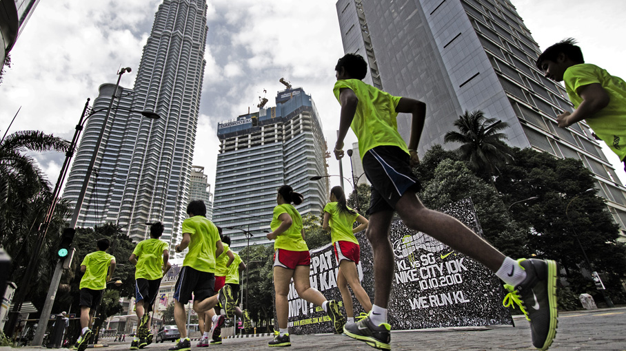 JustRunLah is the largest website dedicated to running, nike running kl fitness, healthy living and individual sports in Southeast Asia, originating from Singapore. Nike men's running shoes feature the latest innovations to help you get more from your run, whatever your .