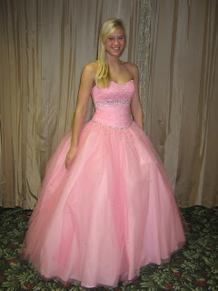 b3e1b52a8c I Love Prom  Amelishan Prom Features Elizabeth From Pewaukee Highschool