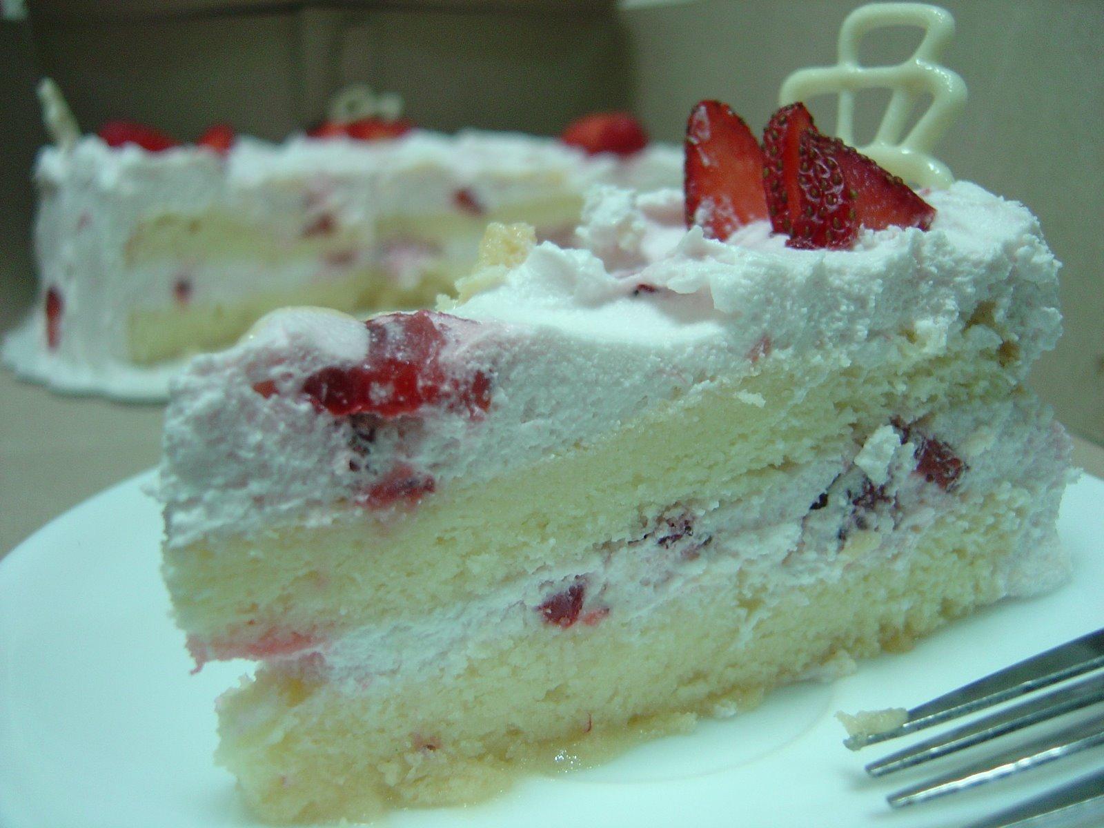 [Strawberry+petals1.JPG]