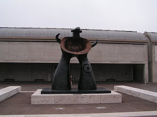 Kimbell art museum entrance