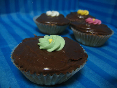 ... Cupcake Sunday: Chestnut Cupcakes and Chocolate Cream Cheese Frosting