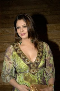 Desi Indian Actress Hot Cleavage Pics Gallery