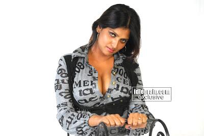 Hot South Indian Actress Bhuvaneswari sexy Masala Photos