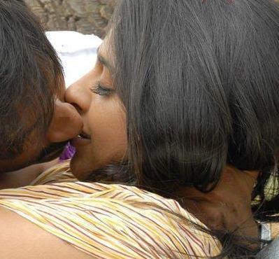 Sexy Tamil Actress Anushka Masala kissing pics gallery