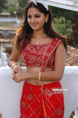 Hot South Indian Actress Anushka Sexy Pics