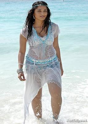 Hot Tamil Actress Anushka Sexy Pics : Anushka Wet Pics