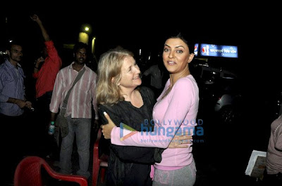 Sally Potter meets Anil Kapoor and Sushmita on the sets of No Problem picture