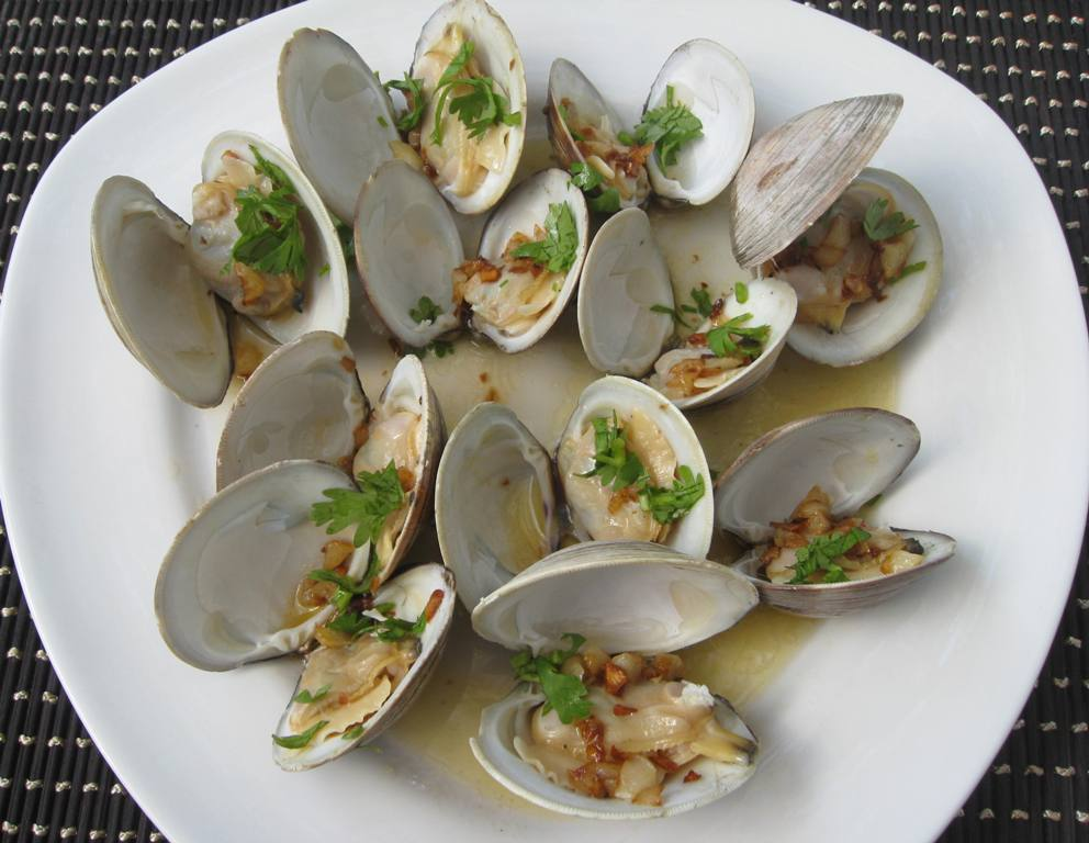 Beachloverkitchen Steamed Cherrystone Clams With Butter And Garlic
