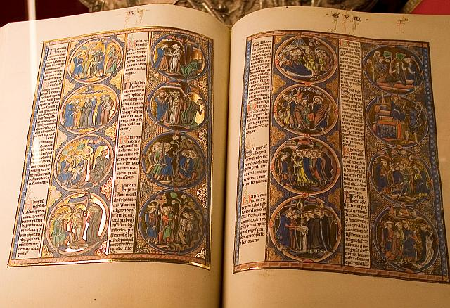 """Fac-símile da """"Bíblia de São Luís"""" rei da França"""