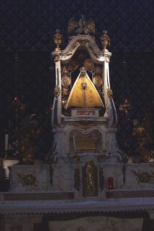 Notre Dame du Puy, ou Nossa Senhora da Penha da França. Em Puy-du-Dome, França.