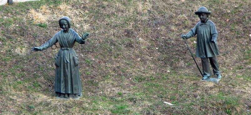 Mélanie e Maximin, os dois videntes, desceram para ver uma grande luz, dentro da qual havia uma Dama