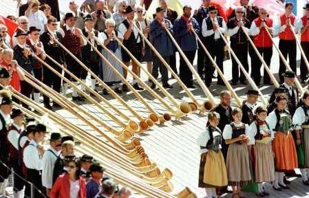 Tocadores de corno alpino, A cidade medieval
