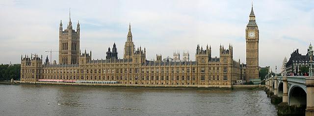 Parlamento de Londres arquitetado por Augustus Welby Pugin