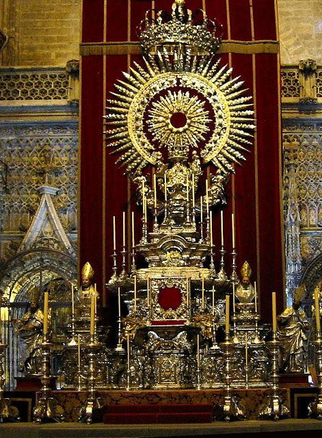 Ostensório reservado para a adoração do Santíssimo Sacramento. Catedral de Sevilha, Espanha.