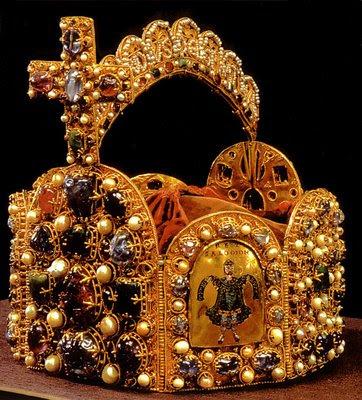 Coroa de Carlos Magno, primeiro imperador sagrado pelo Papa