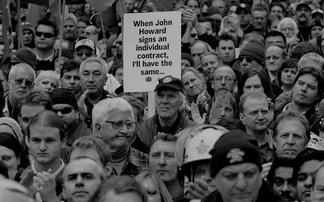 Manifestação socialista em Sydney: massa sem vida própria, dirigida pela propaganda